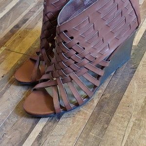 Excellent condition American Eagle heeled sandals